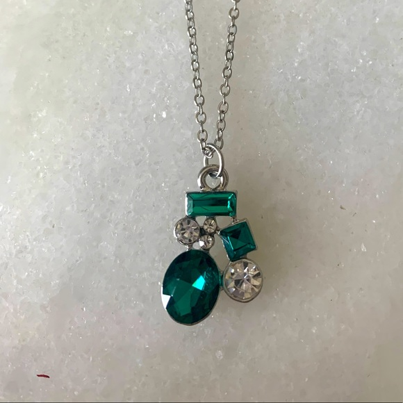 Emerald and silver necklace/earring set never worn
